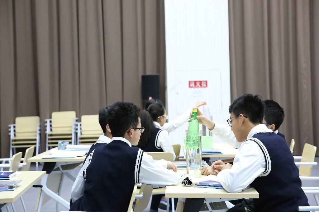 北碚区初中物理青年教师优质课大赛决赛在我校举行